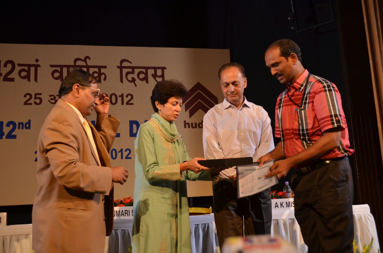 Mr. Srinivas Bongiri (Receiving Award)