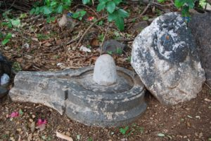 Shiva linga kept out side of polasaseswara temple